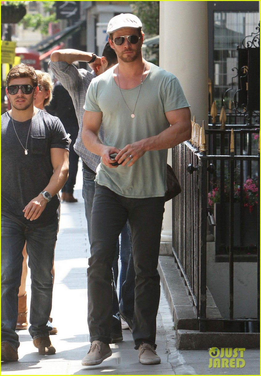 chris hemsworth pal is giving his muscles some competition 183117640