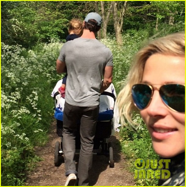 chris hemsworths wife elsa pataky shares photo of their twins 023107933
