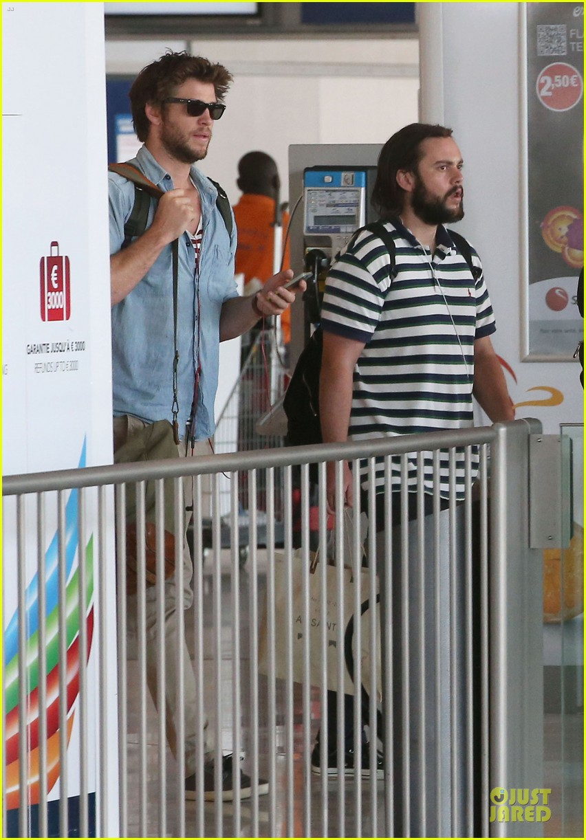 liam hemsworth evan ross parisian lunch 013107027