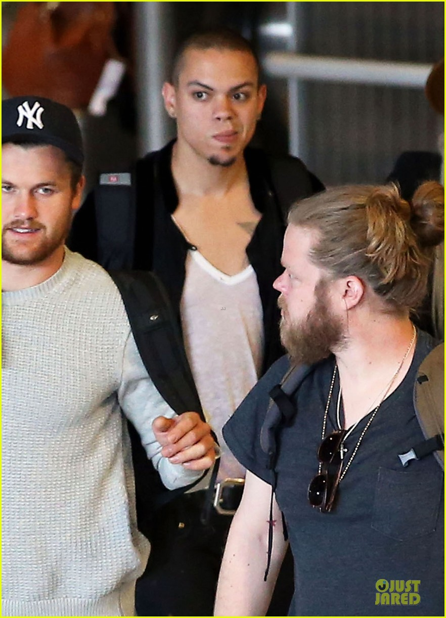 liam hemsworth evan ross parisian lunch 043107030