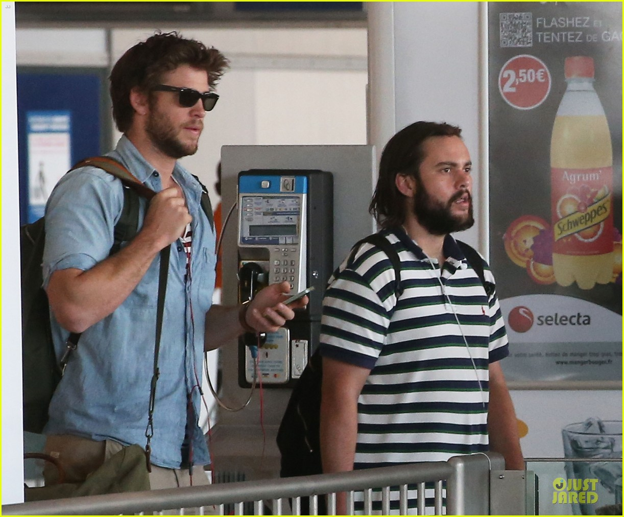 liam hemsworth evan ross parisian lunch 053107031