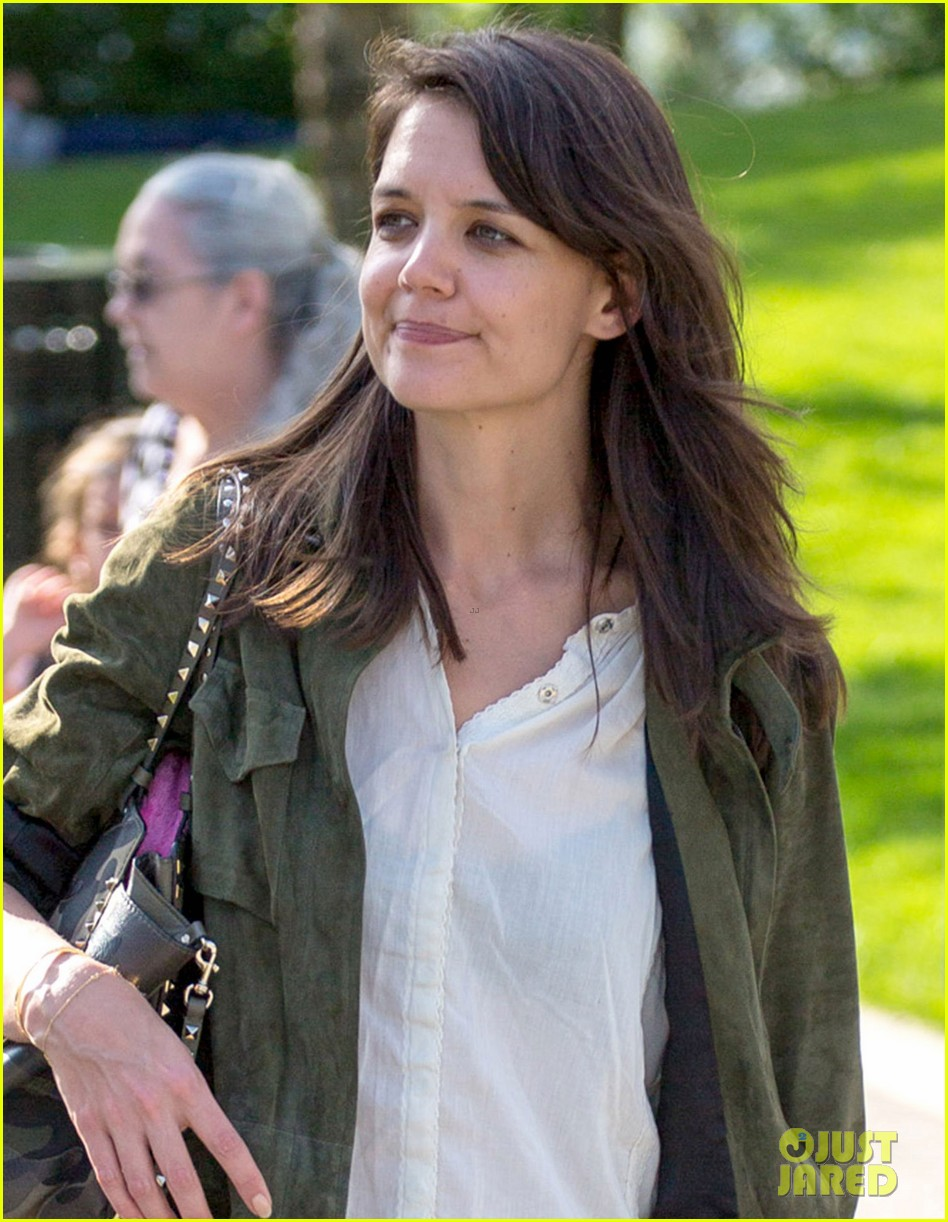 katie holmes joins woman in gold 023125095