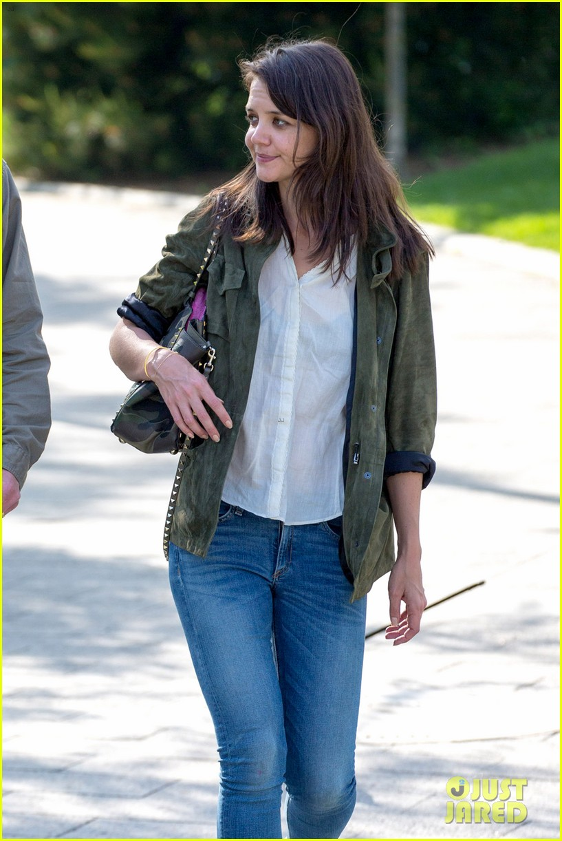 katie holmes joins woman in gold 043125097
