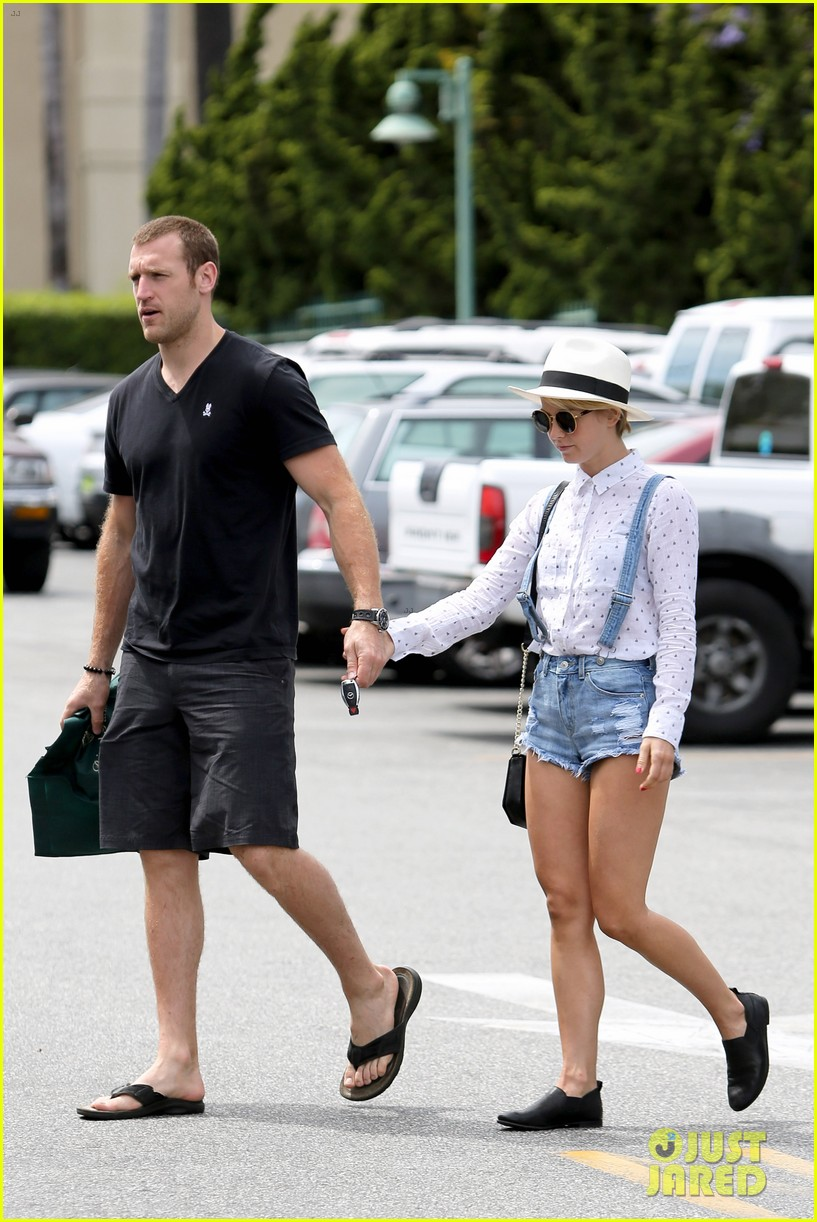 julianne hough says kind is the new cool 093102806