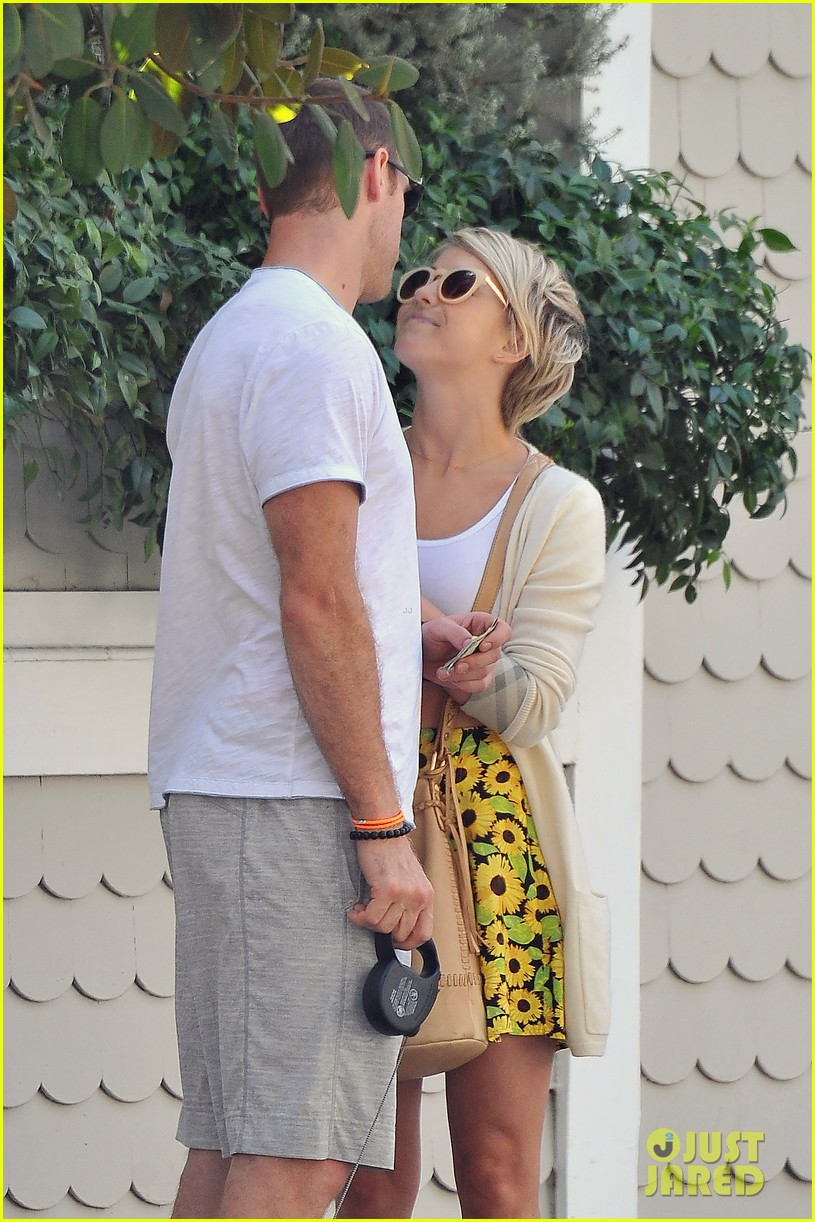 julianne hough brooks laich look so in love 043112475
