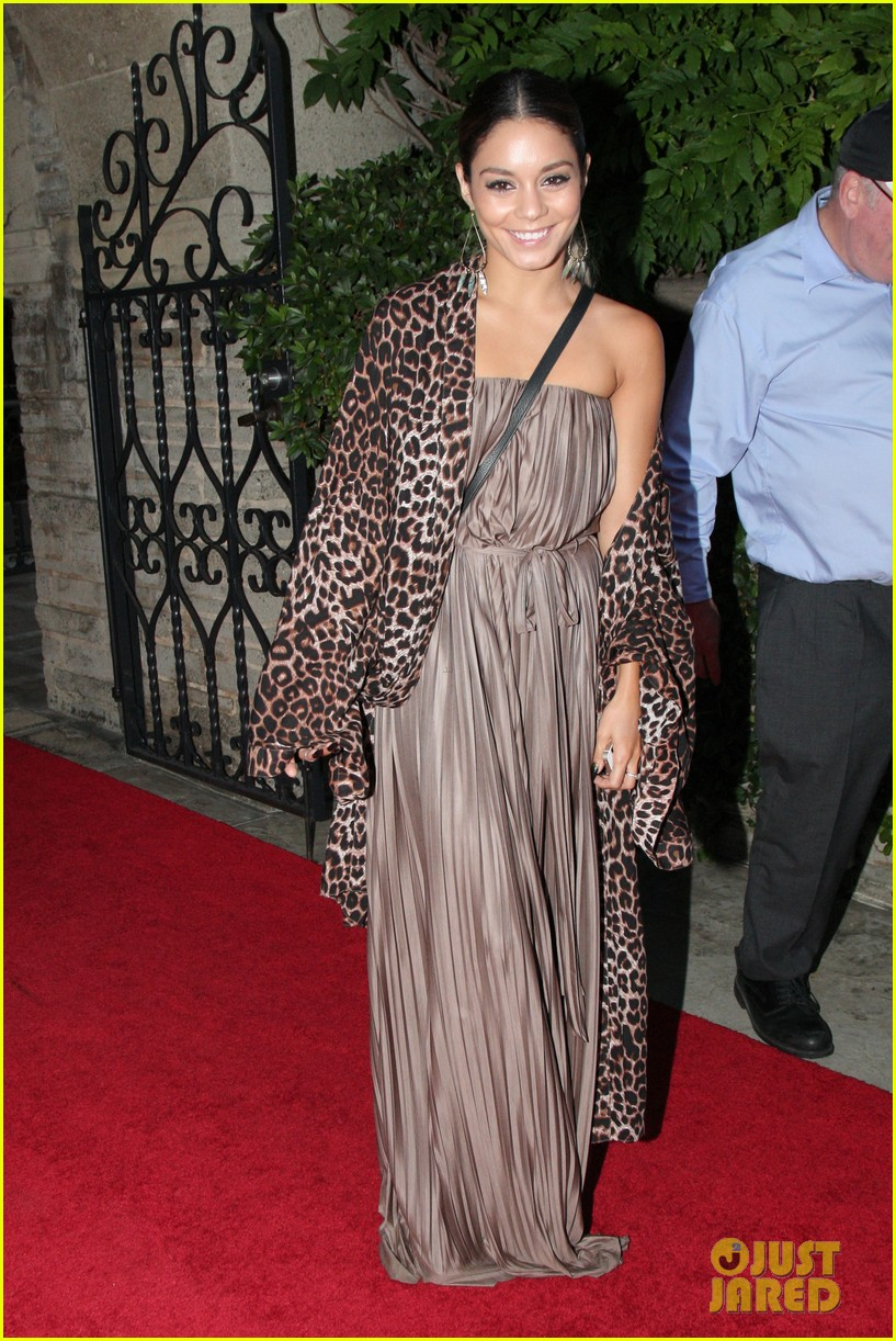 vanessa hudgens supports austin butler geffen playhouse 043124626