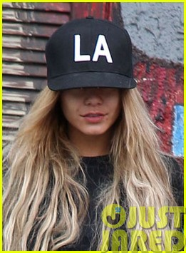 vanessa hudgens attemtps to go incognito in los angeles053121304