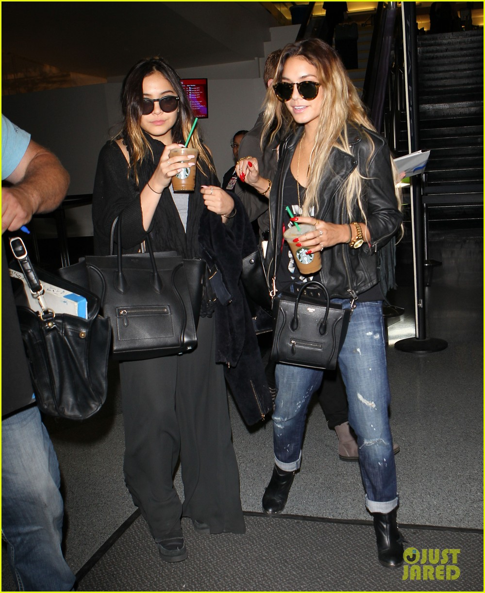 vanessa hudgens twinsies moment with sister stella at lax 113109264
