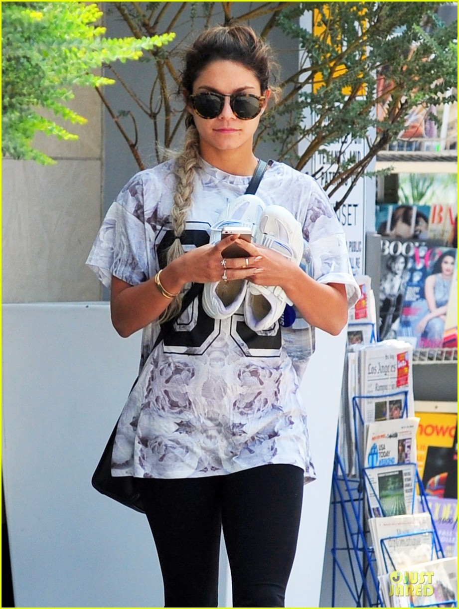 vanessa hudgens taller with platform shoes 023122121