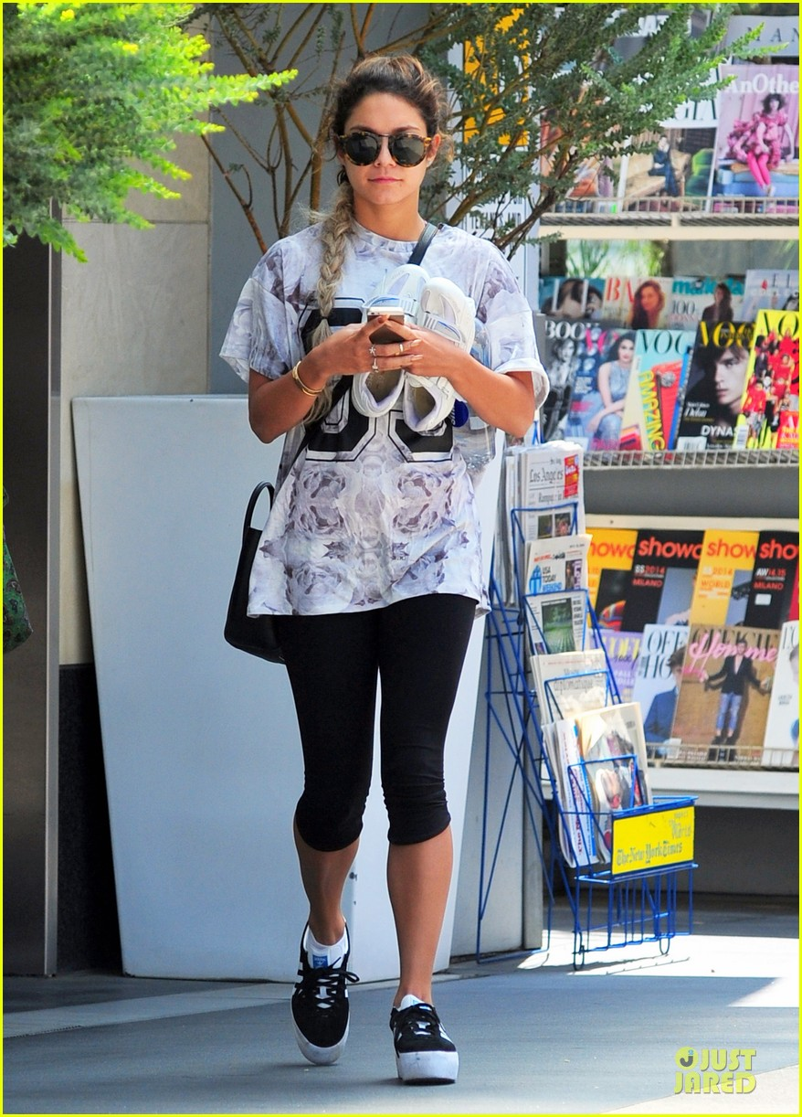 vanessa hudgens taller with platform shoes 053122124