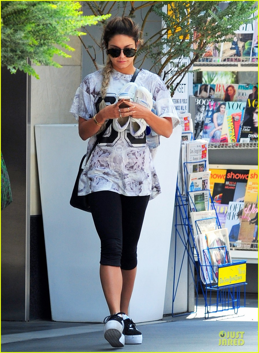 vanessa hudgens taller with platform shoes 063122125