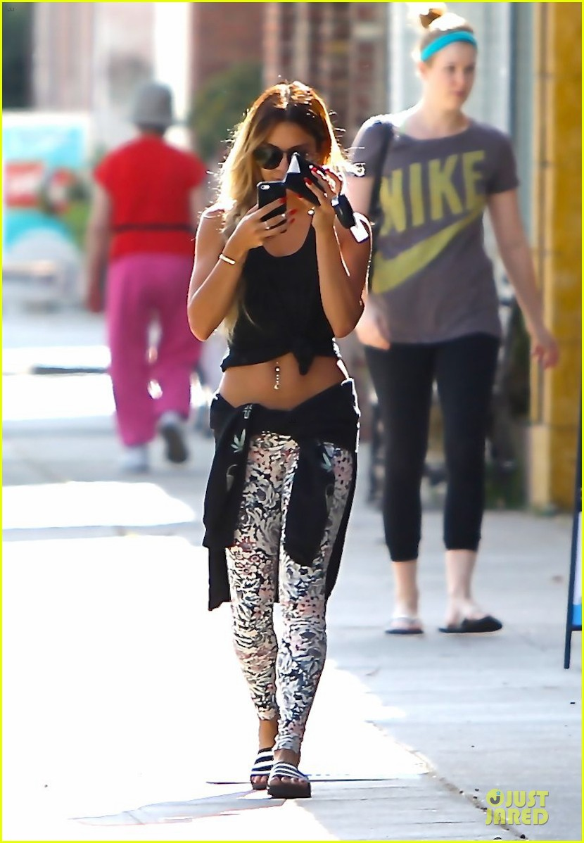 vanessa hudgens tummy gym workouts pay off 04