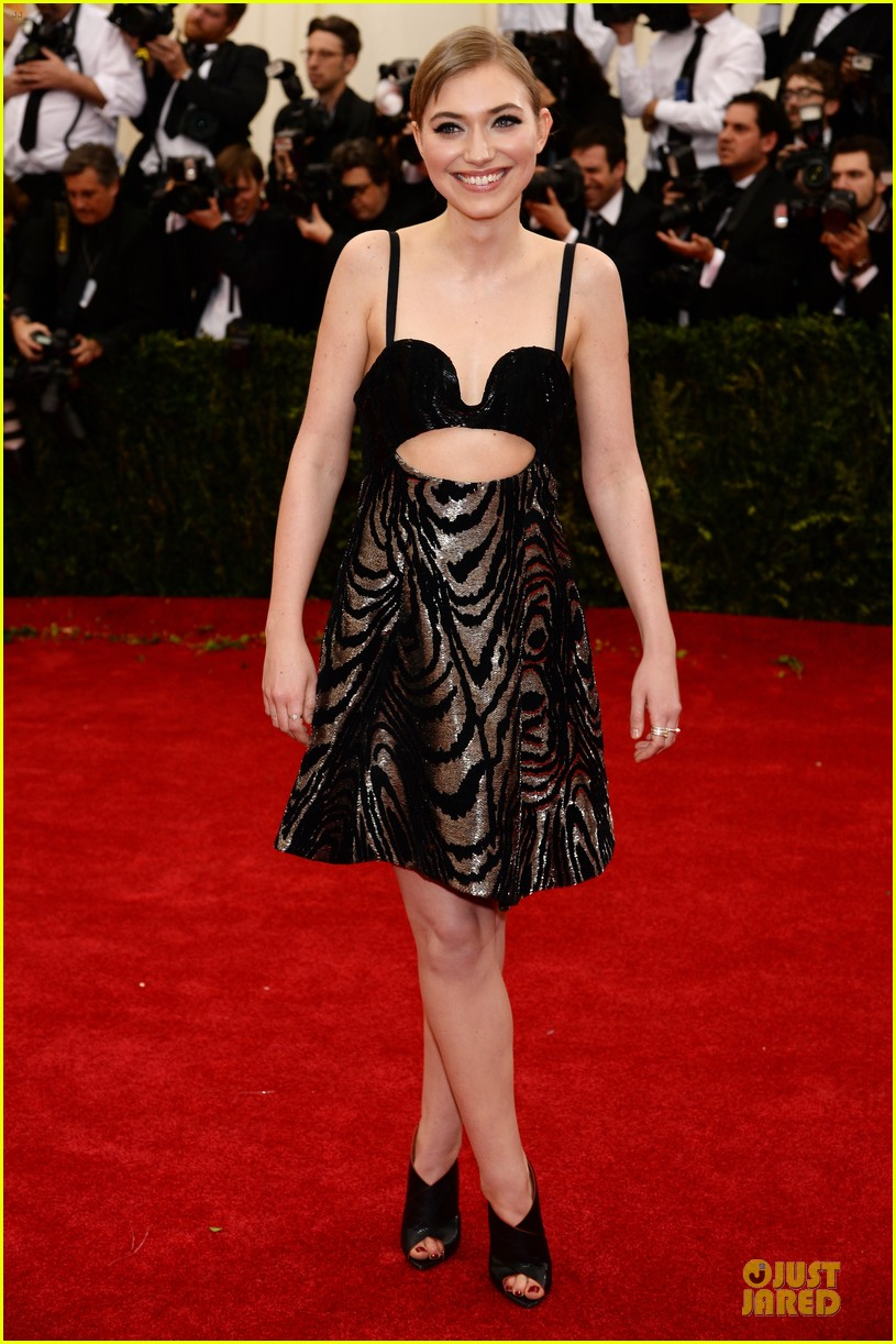 imogen poots bares midriff at met ball 2014 013106416