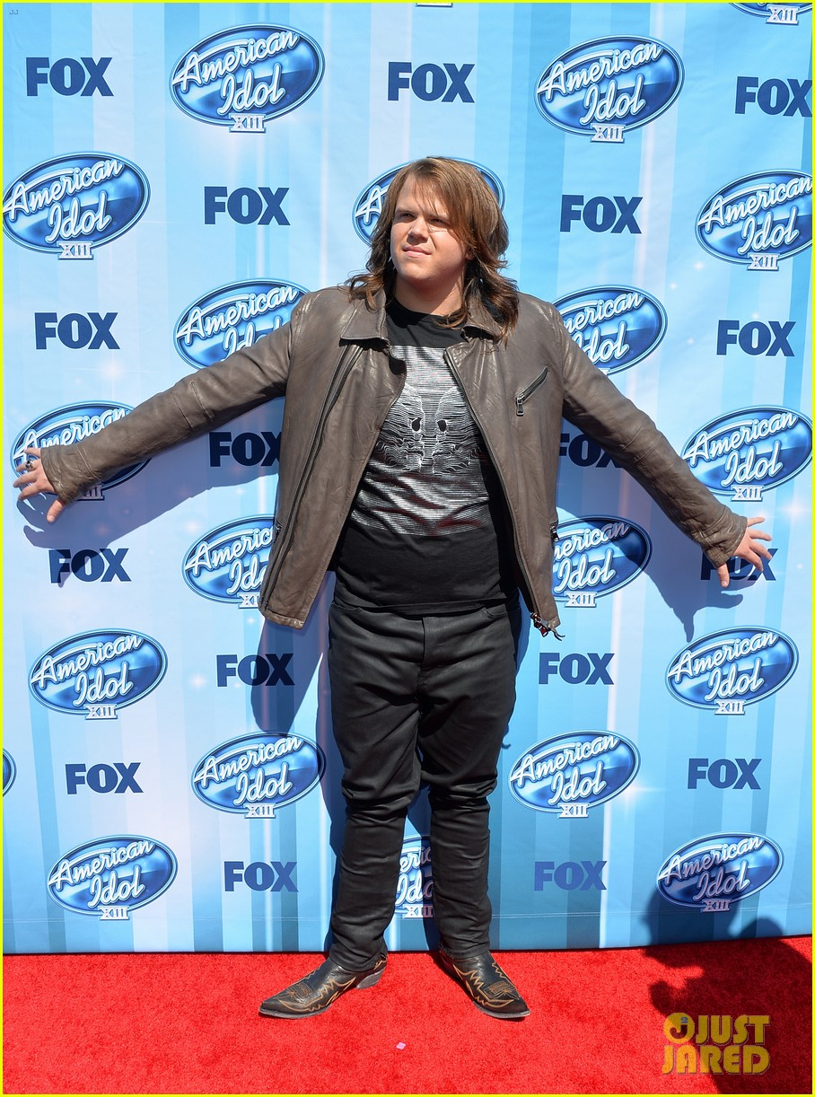 jena irene caleb johnson walk red carpet before american idol finale 113119285