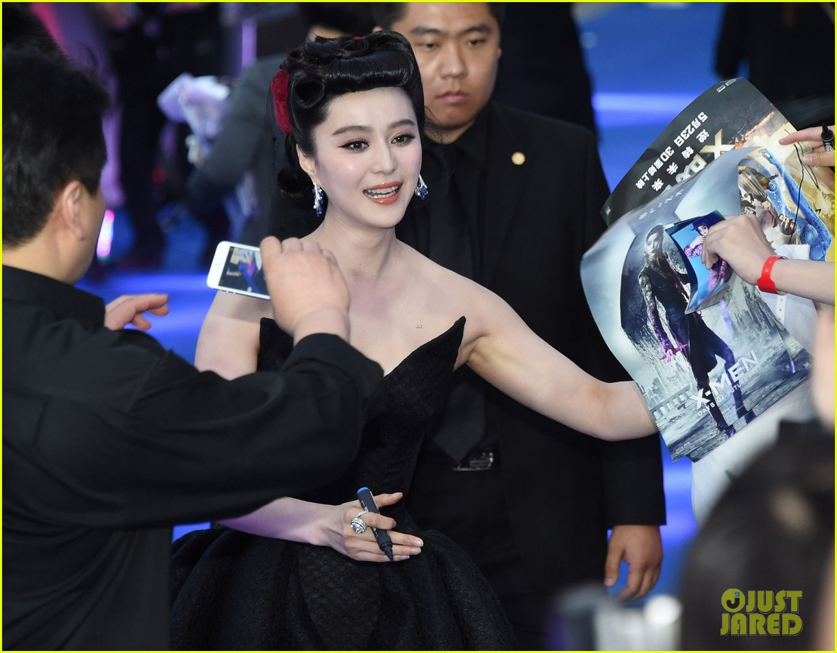 hugh jackman premieres x men with fan bingbing peter dinklage in beijing 163113096