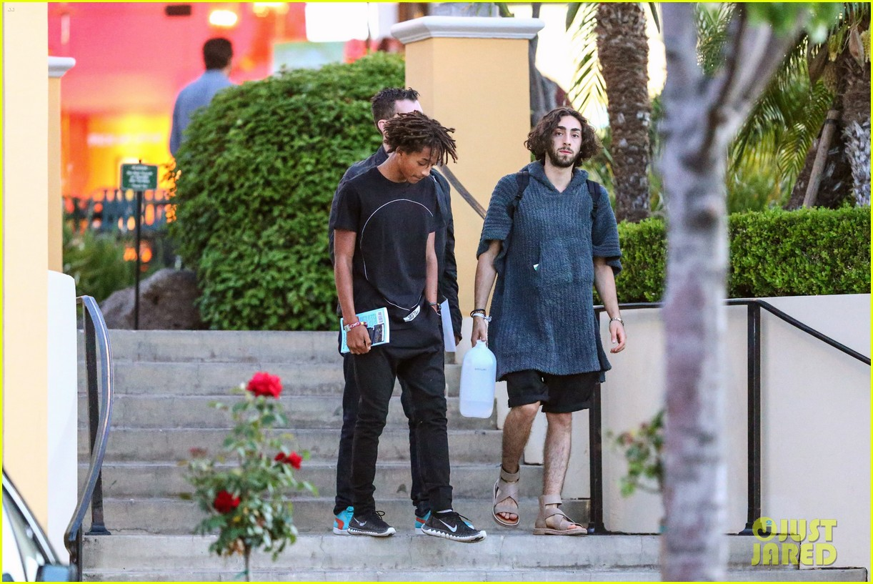 jaden smiths dad will smith helps fan announce pregnancy 043118852