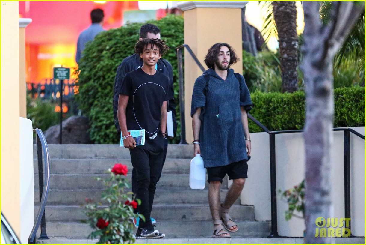 jaden smiths dad will smith helps fan announce pregnancy 053118853