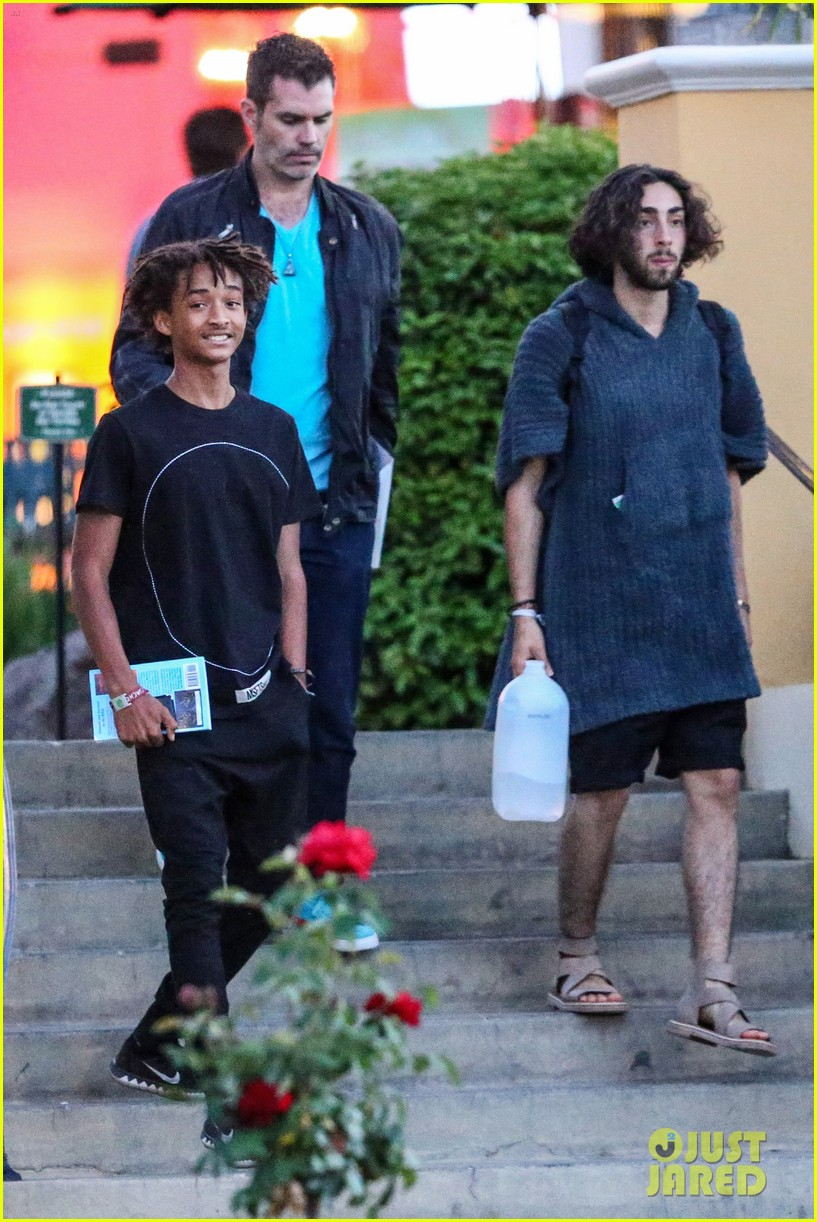 jaden smiths dad will smith helps fan announce pregnancy 06