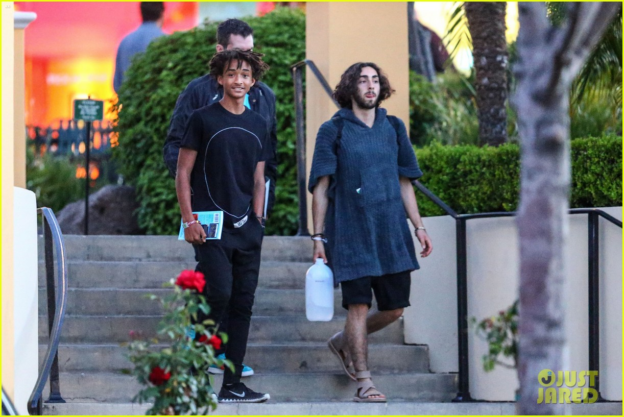 jaden smiths dad will smith helps fan announce pregnancy 073118855