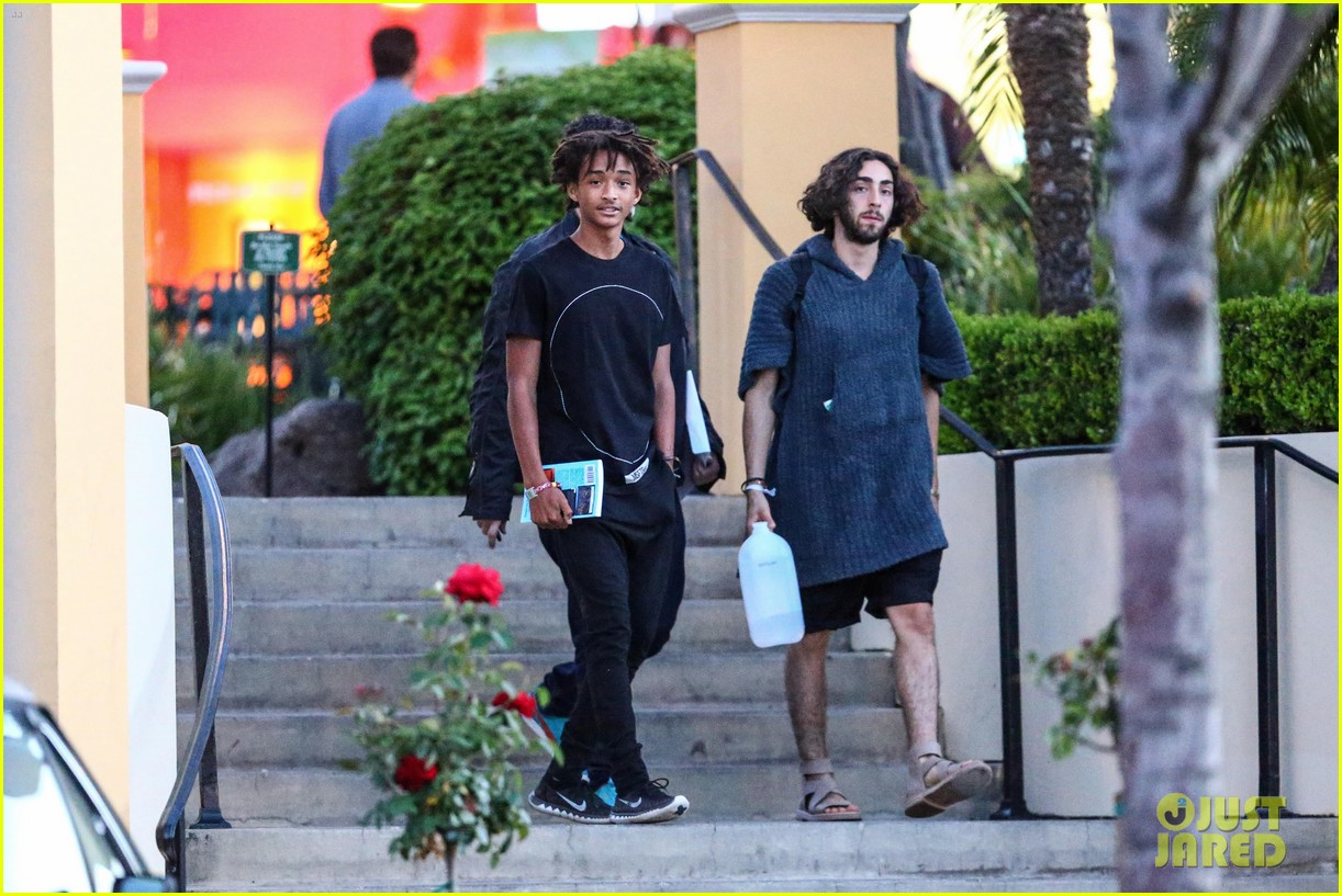 jaden smiths dad will smith helps fan announce pregnancy 093118857