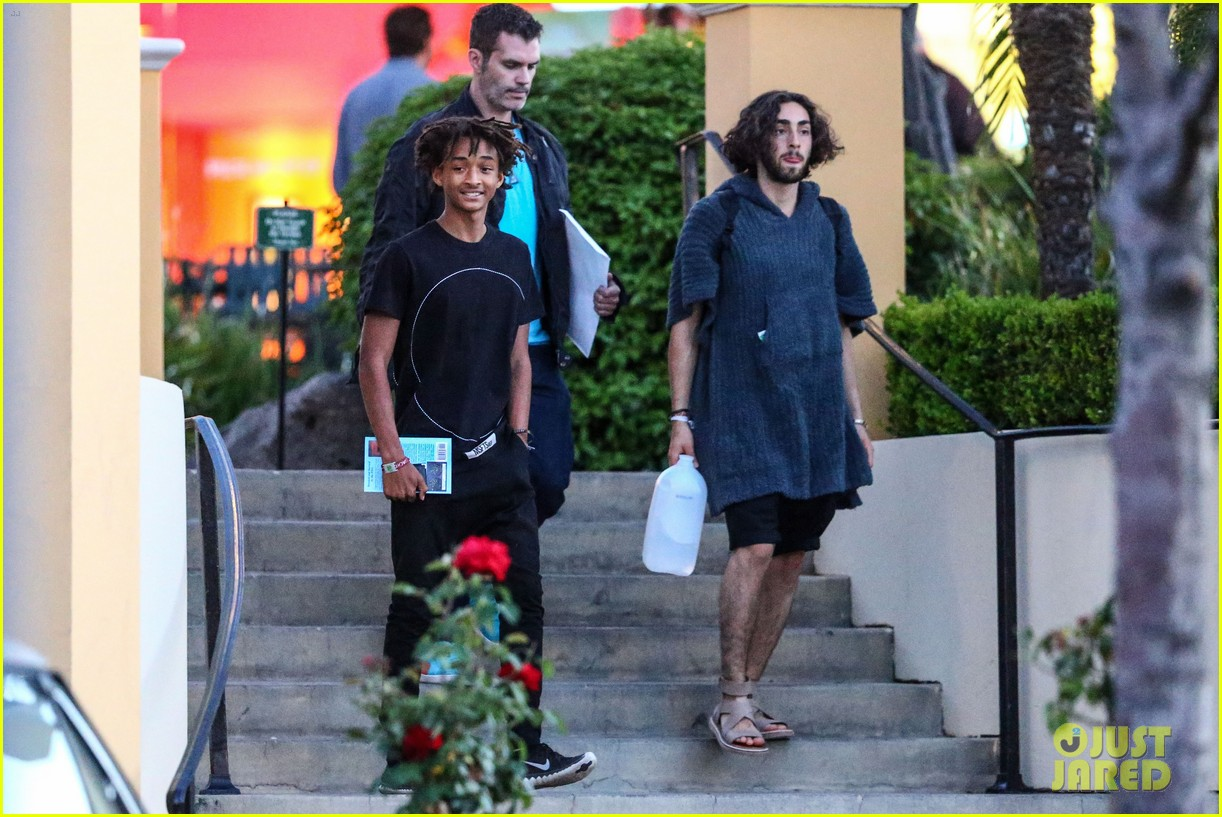 jaden smiths dad will smith helps fan announce pregnancy 113118859
