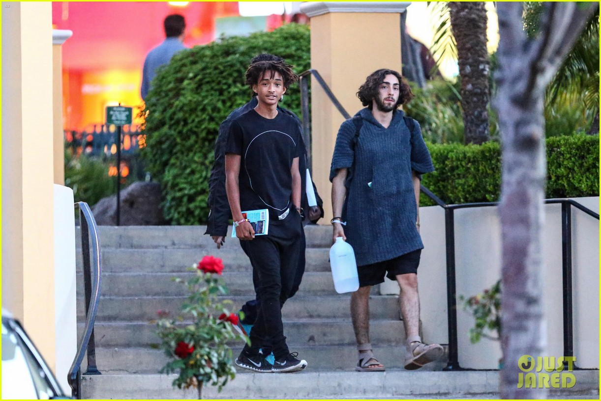 jaden smiths dad will smith helps fan announce pregnancy 123118860
