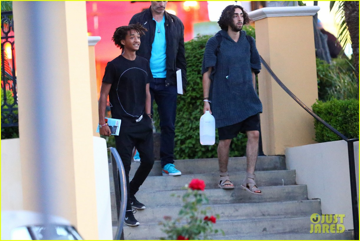 jaden smiths dad will smith helps fan announce pregnancy 133118861