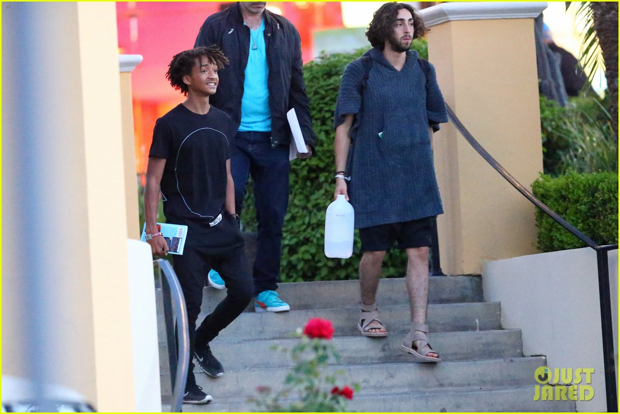 jaden smiths dad will smith helps fan announce pregnancy 14