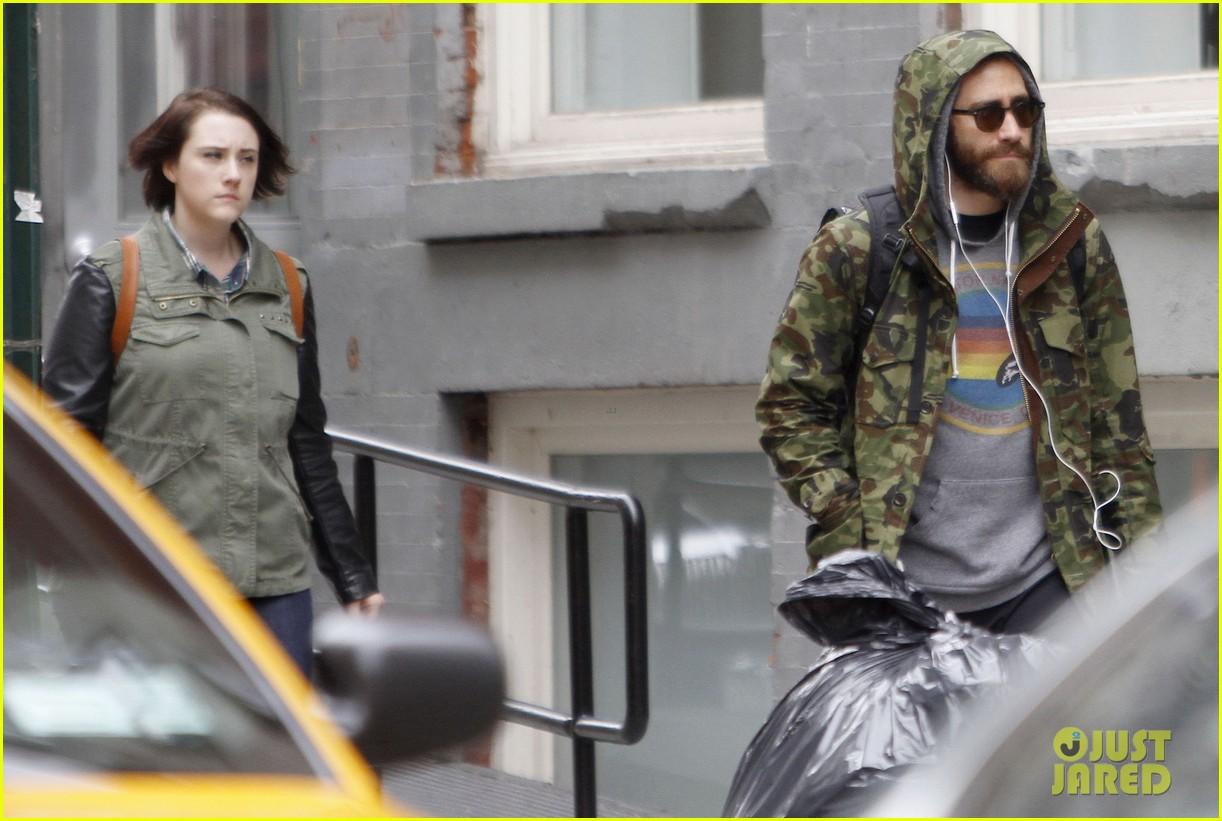 jake gyllenhaal doesnt let the rain keep him away 083109306