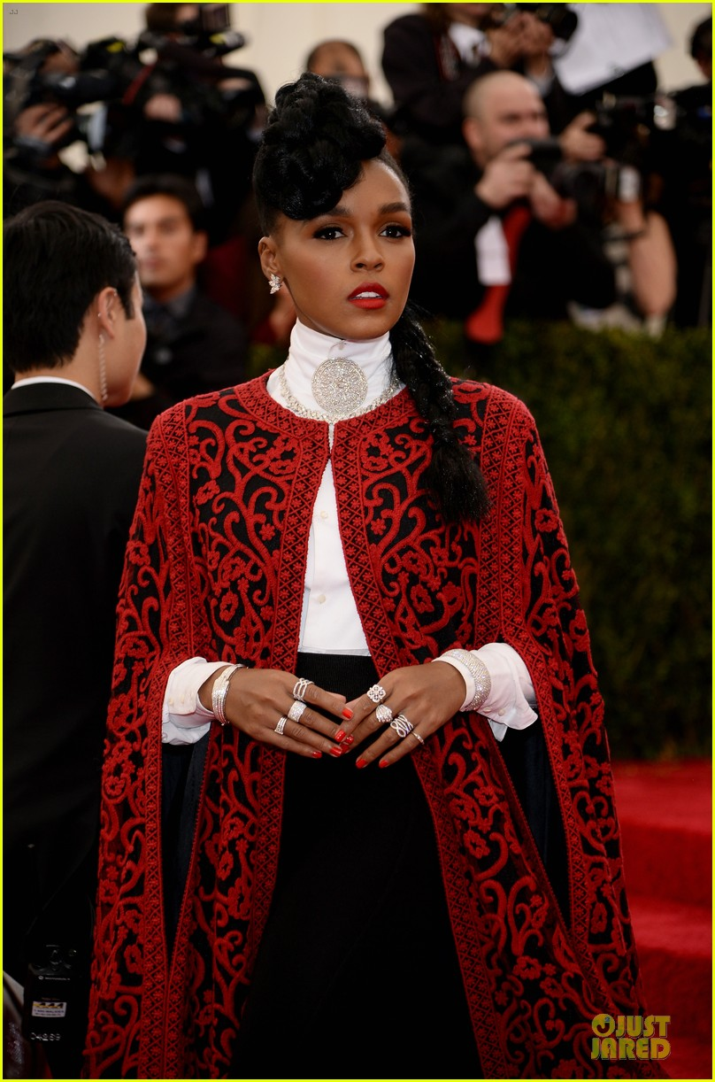 janelle monae devilish red met ball 2014 04