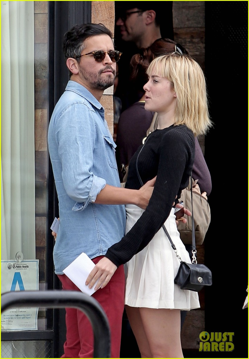 jena malone smooches mystery boyfriend in la 023123790