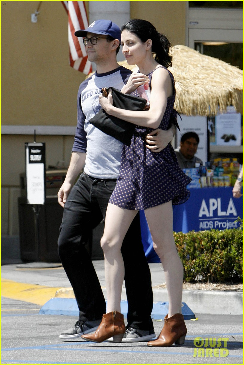 joseph gordon levitt holds tight to mystery woman 13