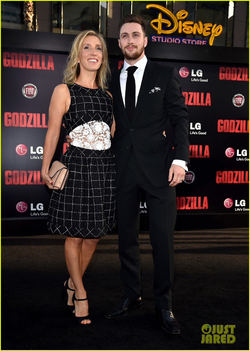 aaron taylor johnson brings wife sam to godzilla premiere 02