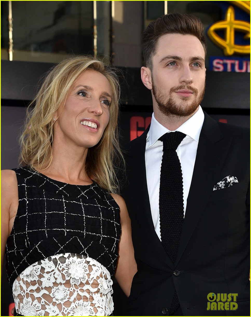 aaron taylor johnson brings wife sam to godzilla premiere 053109059