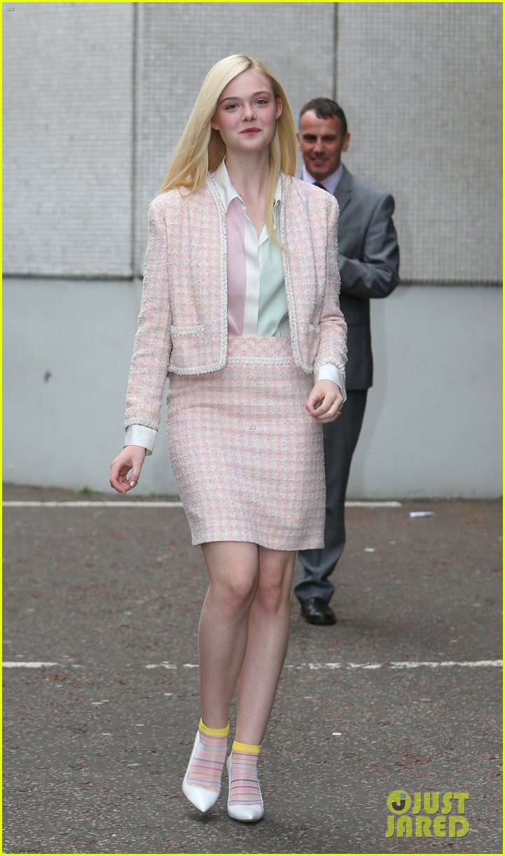 angelina jolie elle fanning are lovely in white at maleficent london 043109287
