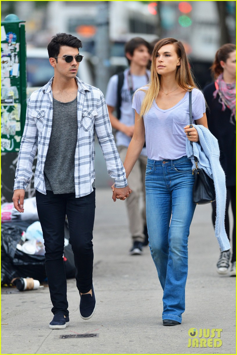 joe jonas and blanda eggenschweiler enjoy the sunny spring weather043110909