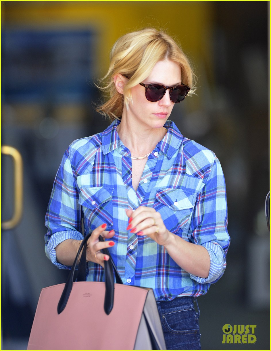january jones shares amazing party in the back tbt pic 013119833