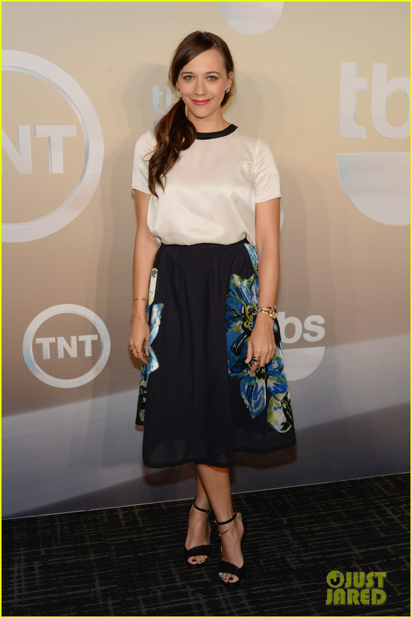 rashida jones tbs tnt stars celebrate upcoming seasons at upfronts 113113225