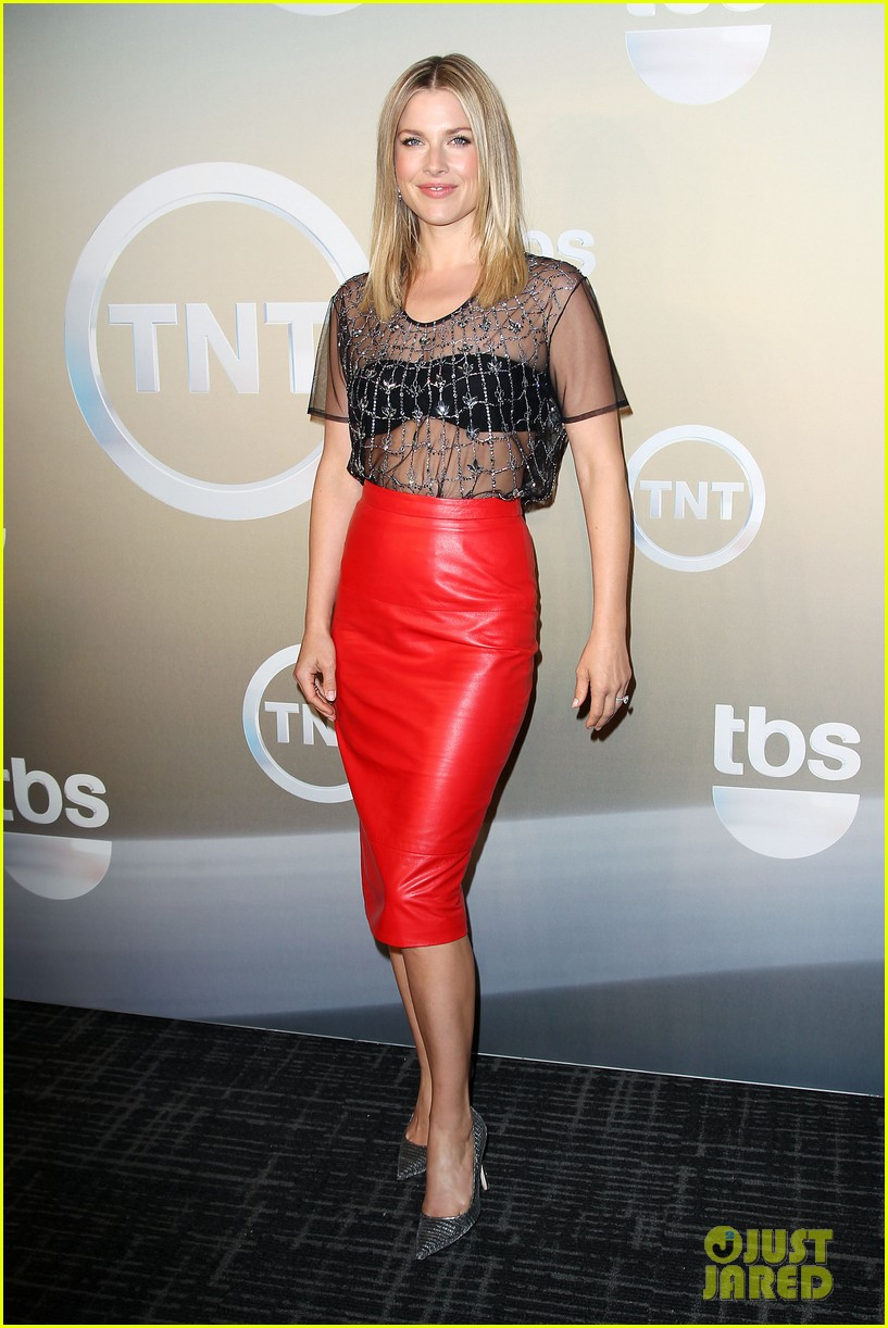 rashida jones tbs tnt stars celebrate upcoming seasons at upfronts 313113245