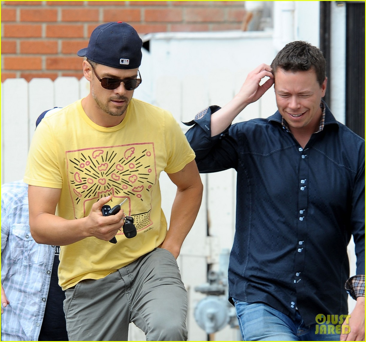 josh duhamel taylor kitsch la kings game 093121845