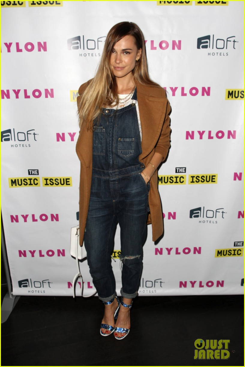 victoria justice joins joe jonas at nylons music issue party 083122566
