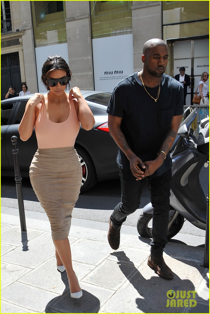 kim kardashian flaunts her assets in form fitting outift in paris 06