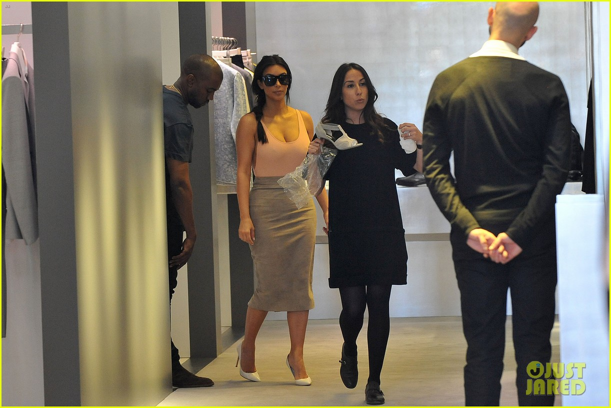 kim kardashian flaunts her assets in form fitting outift in paris 09