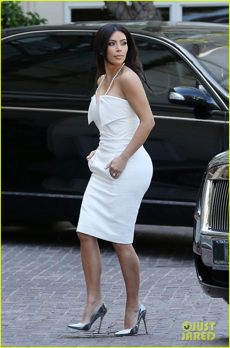 kim kardashian bridal shower 013110210