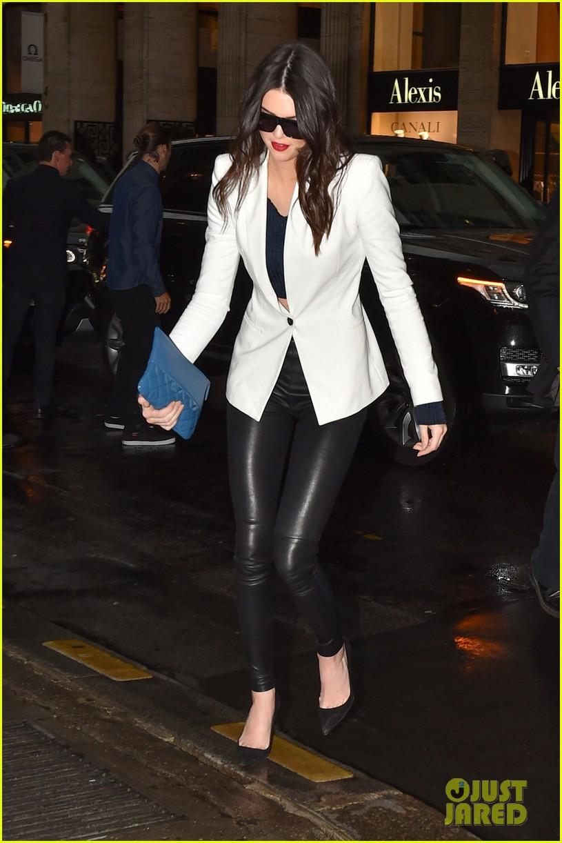 kim kardashian shows some leg at dinner with her family 033119154