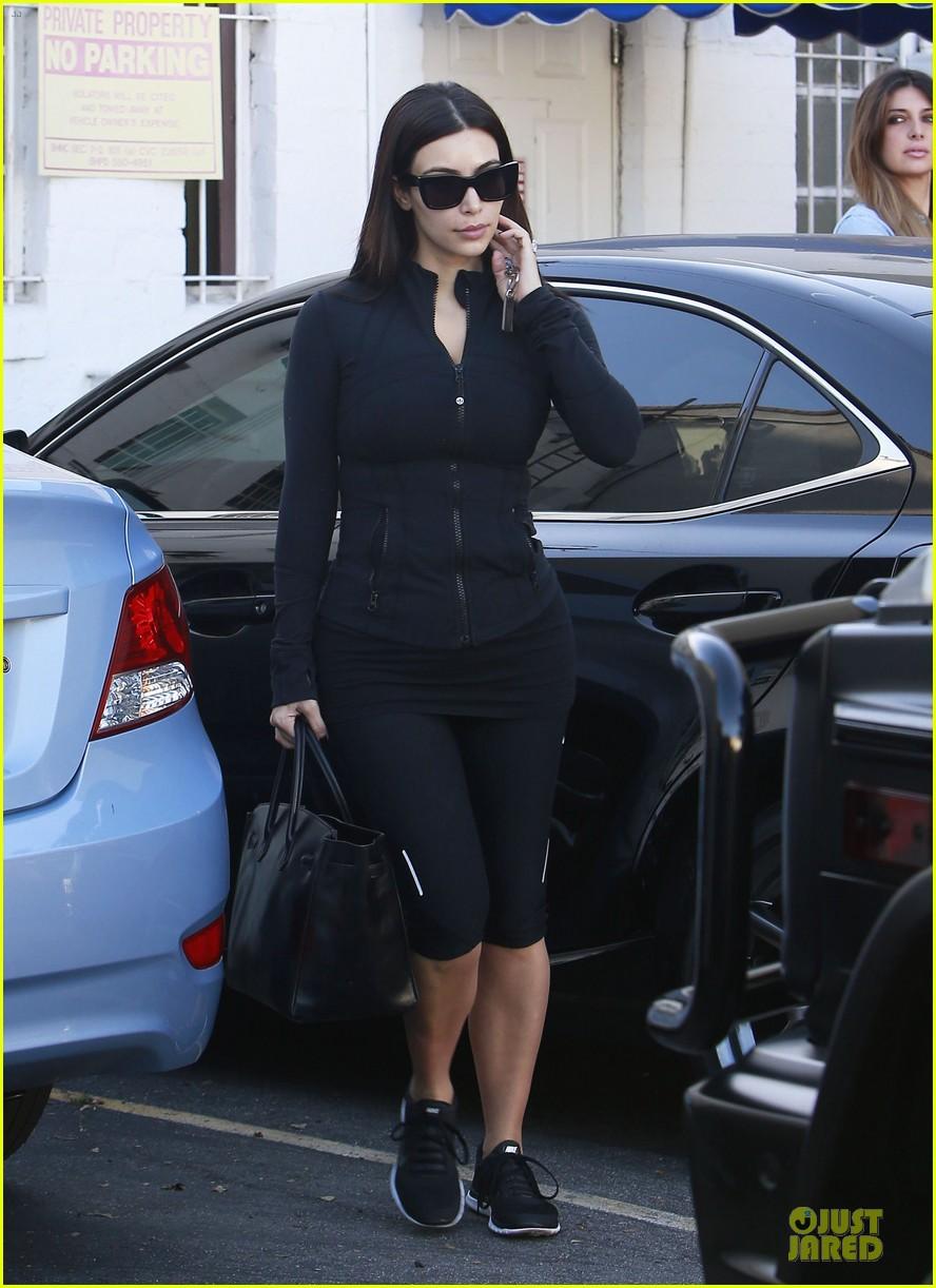 kim kardashian adorable pic as minnie mouse 033115368