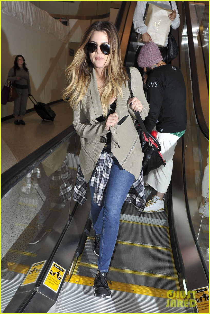 khloe kourtney kardashian touch down at lax just in time for mothers day 103111420