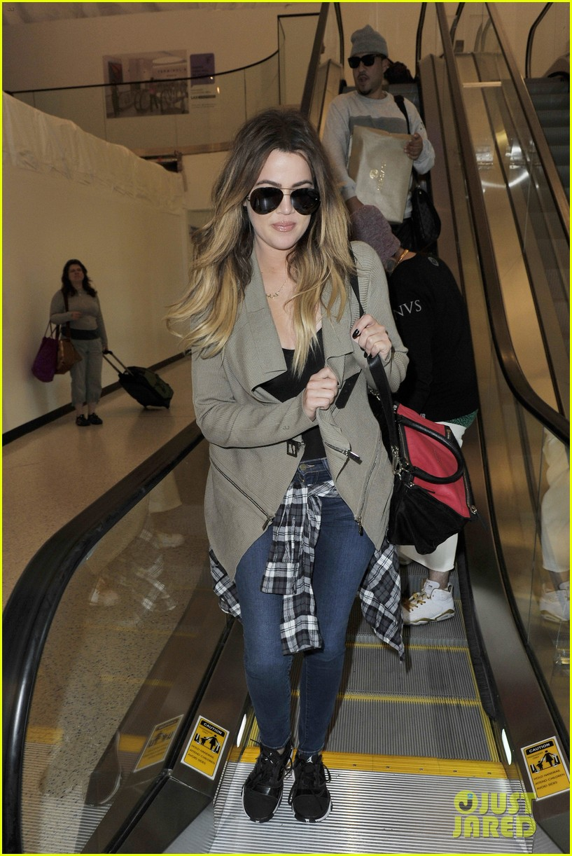 khloe kourtney kardashian touch down at lax just in time for mothers day 123111422