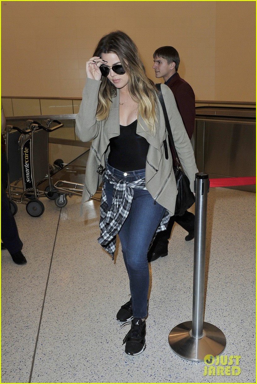 khloe kourtney kardashian touch down at lax just in time for mothers day 13