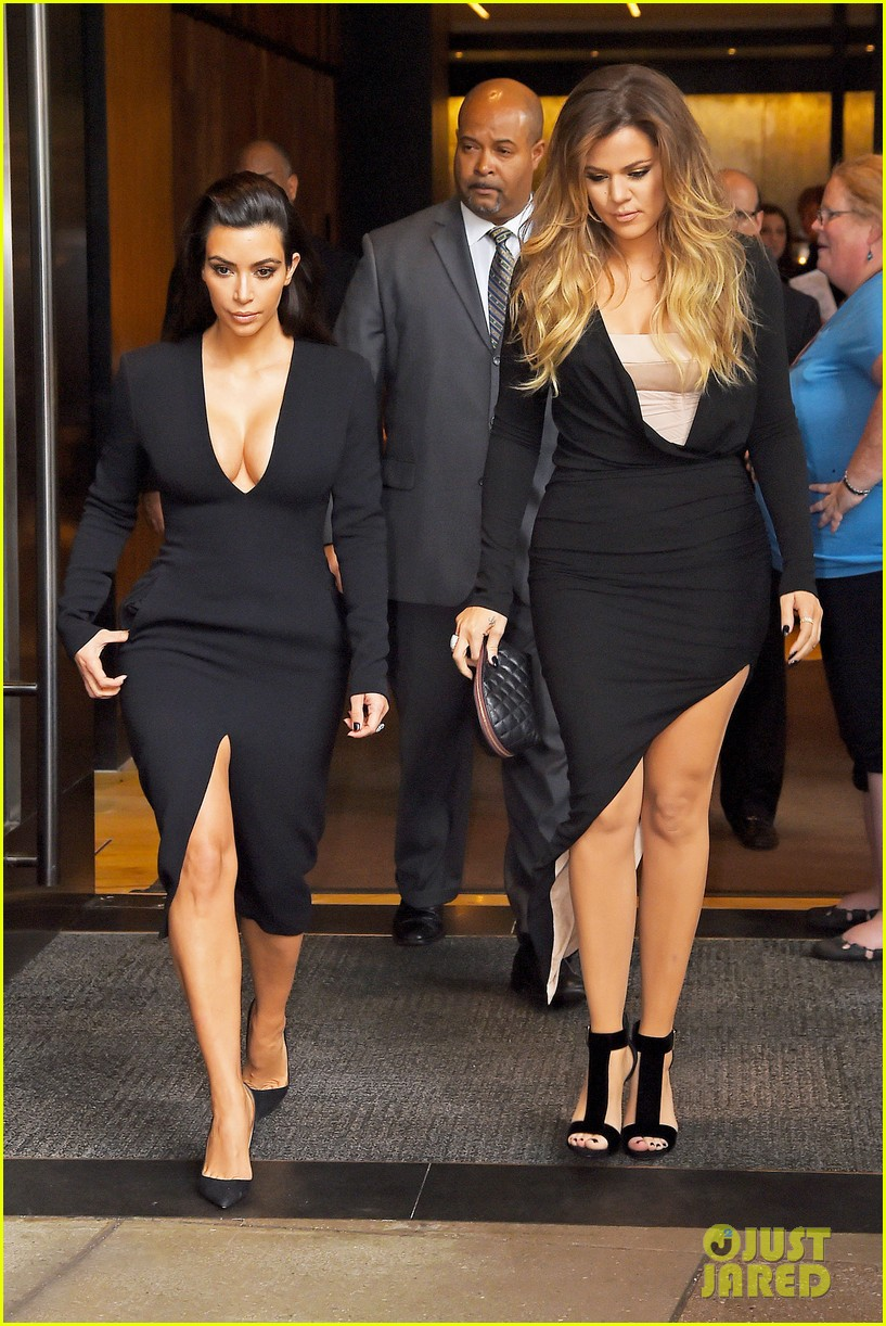 kim kardashian flashes major cleavage at nbcu upfronts 03